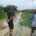 Seis Familias residentes en esta calle (sector Simón Bolívar) estan refugiadas en la escuela de Romeral III desde el 18/06/2008