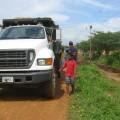 Camión para transportar desechos extraídos de la zanja del sector Simón Bolívar