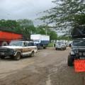 Automoviles parados por la toma pacífica de la vía Las Tunas - Cordero, entrada de Romeral III