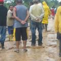 """Asociados del Consejo Comjunal """"Pío Tamayo"""" y grupo de rescate forestal Las Tunas en el sector Simón Bolívar"""